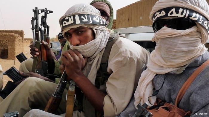 مقاتلين من القاعدة في المغرب الاسلامي
