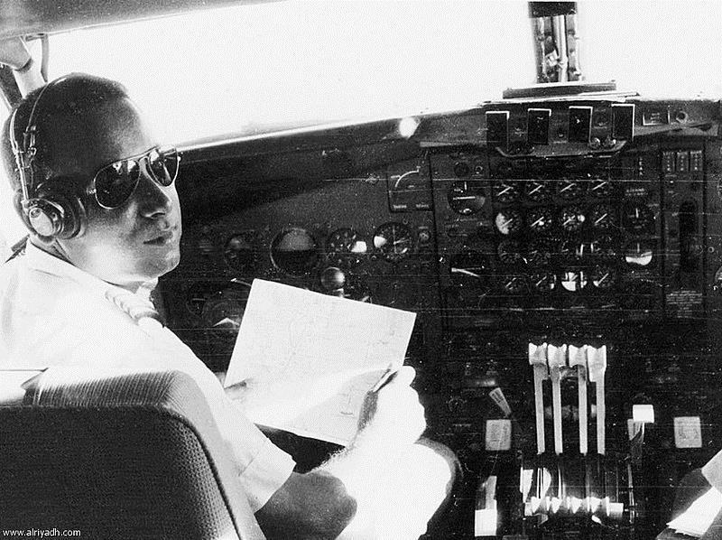 """طيار الملوك.. """"نهار نصار"""" أول كابتن سعودي وأصغر طيار في العالم"""
