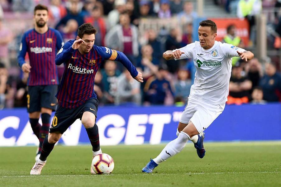 برشلونة يتجاوز الإحباط الأوروبي ويُهدي فالنسيا فرصة التأهل لدوري الأبطال