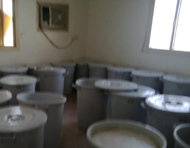 مداهمة مصنع للخمور داخل استراحة لعمالة مُخالفة بمكة