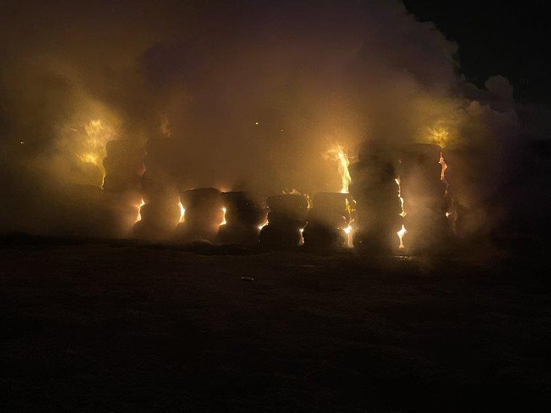 اندلاع حريق هائل في سوق العلف بالأفلاج ... والدفاع المدني بدأ (صور)