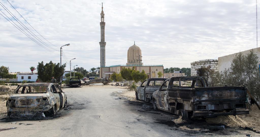 صورة التقطت في 25 نوفمبر لمسجد الروضة غرب العريش عاصمة شمال سيناء المصرية بعد هجوم دام على المصلين راح ضحيته أكثر من 300 قتيل