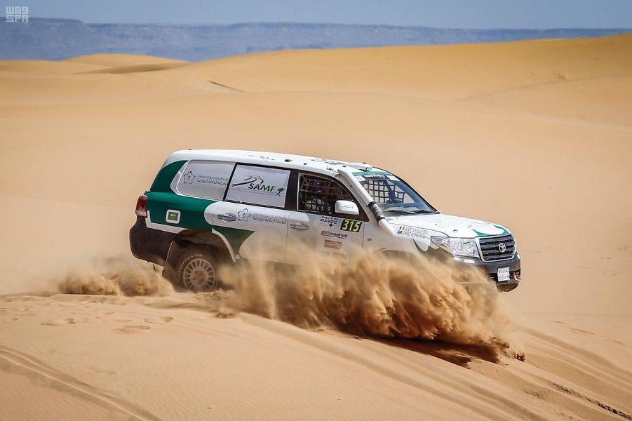 السعودي أحمد الشقاوي في الفوز ببطولة العالم للراليات الصحراوية