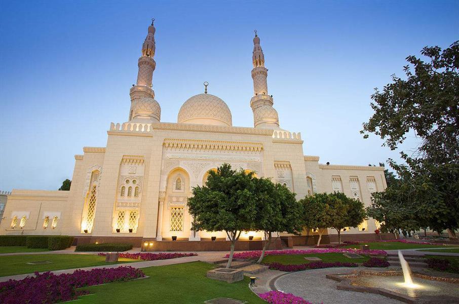 الإمارات: رفع تعليق صلاة الجمعة عن 766 مسجدًا بإمارة دبي