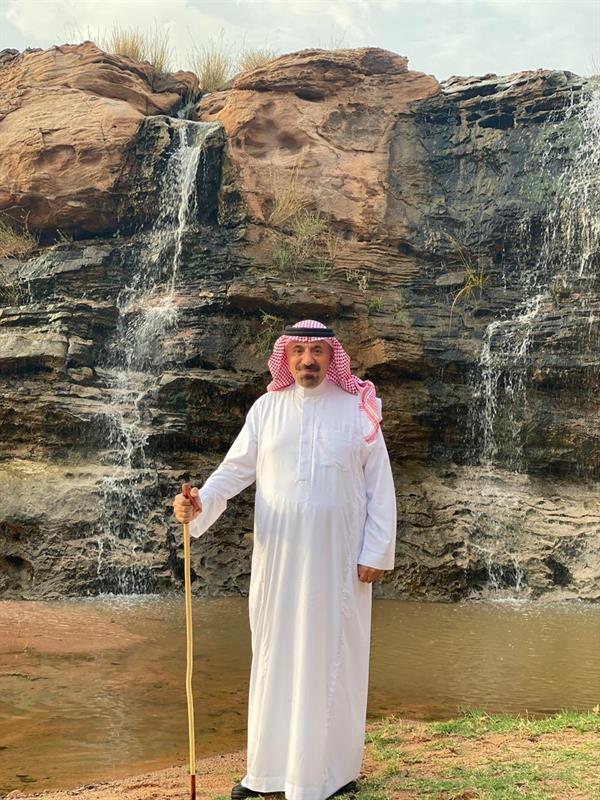شاهد.. أمير نجران يزور أحد الأماكن السياحية بعد نزول الأمطار ويستمتع بالأجواء الخلابة