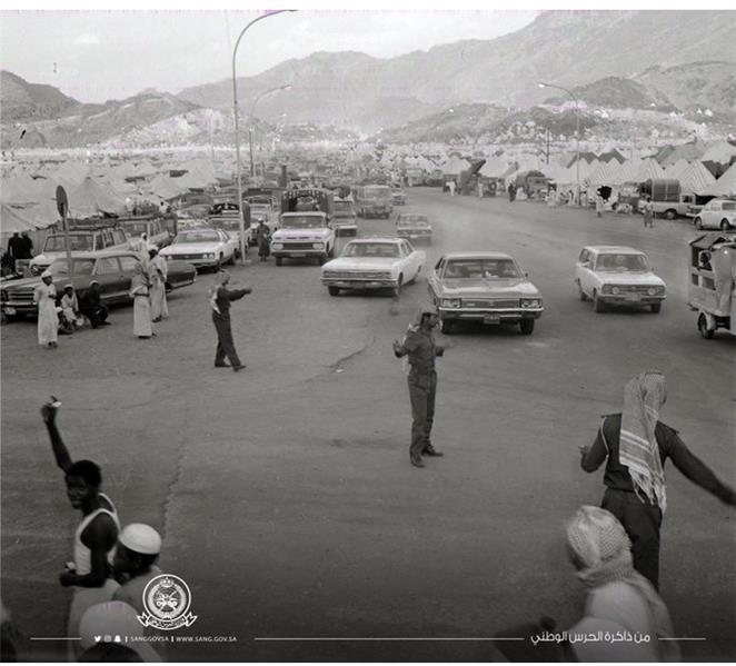 """صورة لمشاركة """"الحرس الوطني"""" في تنظيم الحجاج قبل 45 عامًا"""