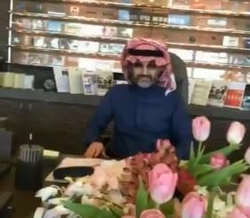 شاهد.. الوليد بن طلال يؤكد حضوره مع عائلته مباراة الهلال والعين في الملعب الجديد