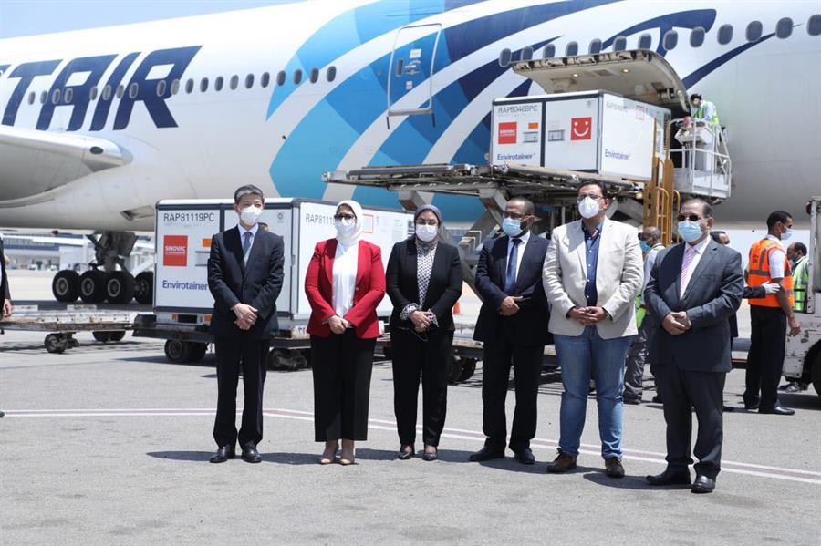 """مصر تستقبل الدفعة الأولى من المواد الأولية لتصنيع لقاح """"سينوفاك"""" الصيني محلياً"""