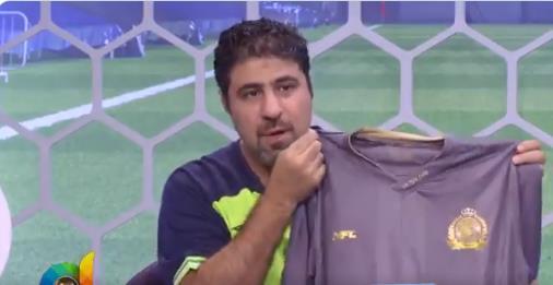 شاهد.. عبدالعزيز عطية يظهر بتيشرت النصر على الهواء.. ويوجه رسالة لجماهير الهلال!