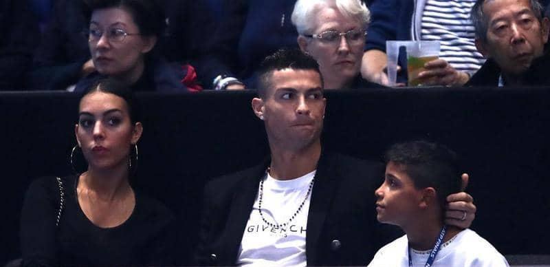 رونالدو يلقن ابنه درسا.. حياة الرفاهية لا تأتي بسهولة