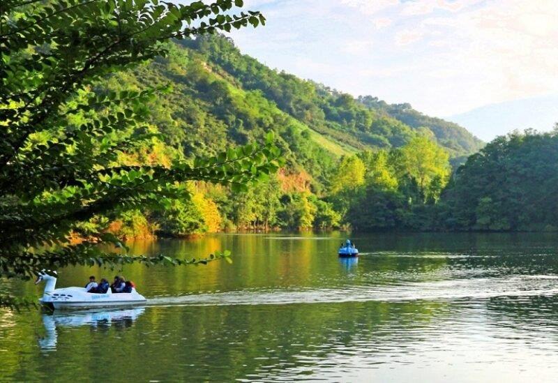 رجل يسترجع هاتفًا سقط في بحيرة في تايوان قبل عام ويتفاجأ أنه لا يزال يعمل