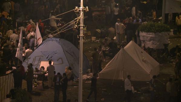 المتظاهرون في ميدان التحرير ينصبون خيامهم