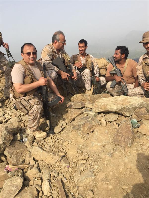 أخبار 24 بالصور فهد بن تركي يزور الوحدات في منطقة العمليات باليمن