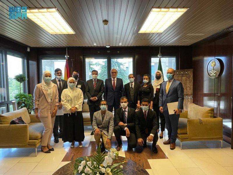 سفير خادم الحرمين الشريفين لدى إسبانيا يجتمع بالطلاب المبتعثين والدارسين