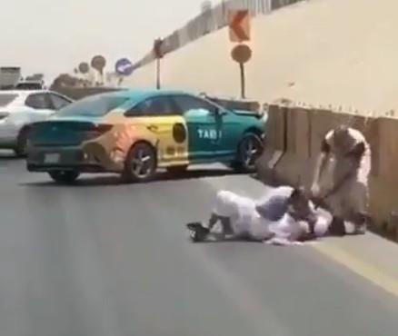 مشاجرة بين سائق تاكسي ومسن على طريق سريع بالرياض