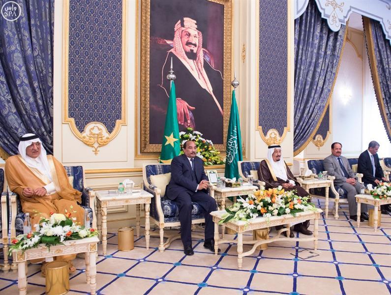 بالصور.. خادم الحرمين يستقبل الرئيس الموريتاني ويعقد معه جلسة مباحثات