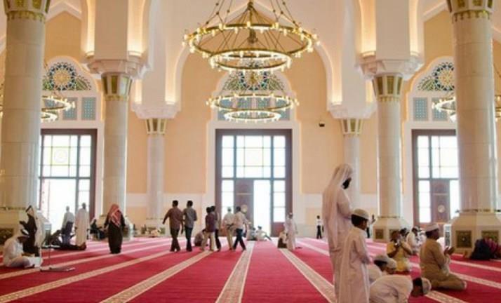 """""""الإمارات"""" تعيد فتح المساجد ودور العبادة في المدن الصناعية والعمالية بطاقة 30 %"""