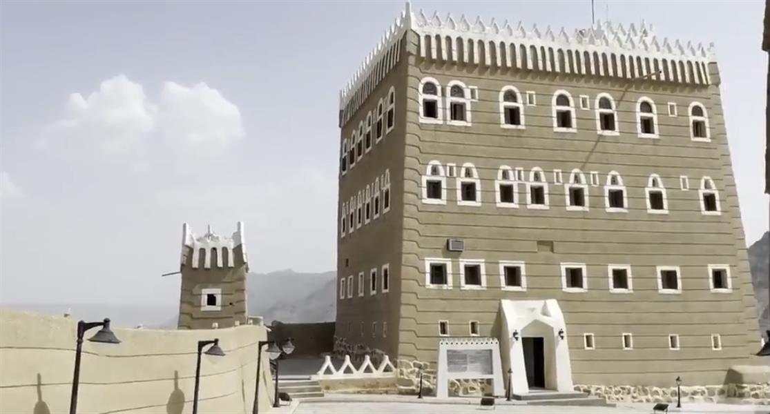"""مشاهد مميزة لجنبات ومحتويات قصر """"العان"""" الأثري في نجران"""