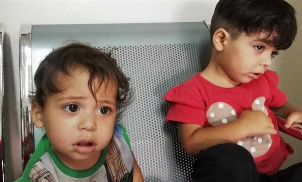 بسبب الفقر .. سوري يترك ابنتيه داخل المستشفى ويضع رسالة بجانبهما