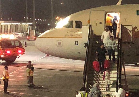 """مطار جدة: إخماد حريق في عجلات طائرة لـ""""السعودية"""" قادمة من الكويت.. ولا إصابات"""