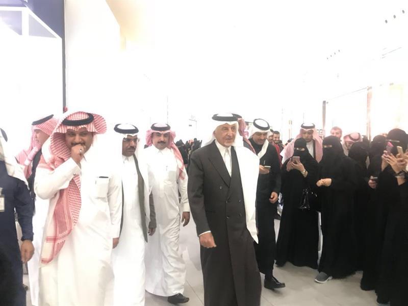 عبدالرحمن الفيصل Detail: بالفيديو.. إجابة بائع سعودي في مول بالطائف حول