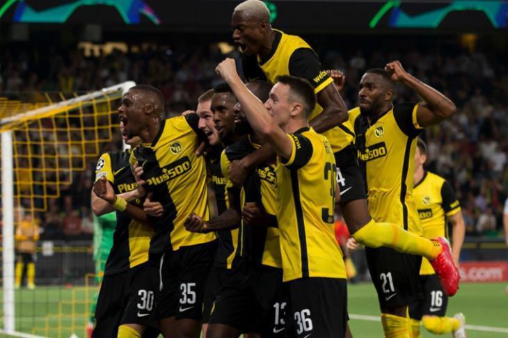 فرحة يانج بويز بالفوز أمام مانشستر يونايتد