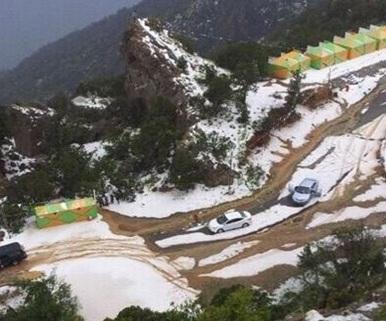 أخبار 24 صور جبال السودة في أبها تكتسي بالبياض بعد عاصفة برد في