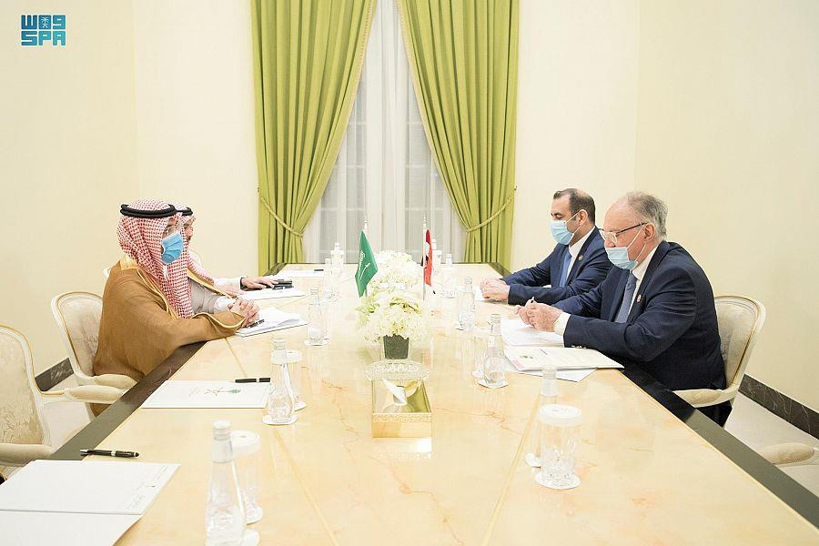 وزير المالية يلتقي نظيره العراقي