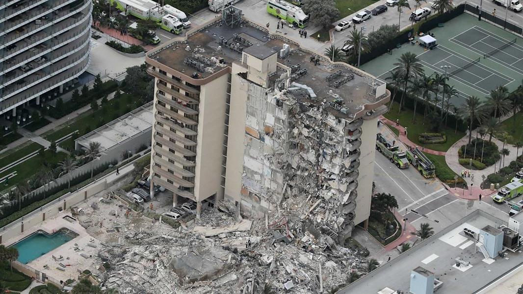 شاهد: الانهيار الجزئي لبرج سكني في ميامي وضحية واحدة على الأقل والبحث مستمر عن ناجين ...