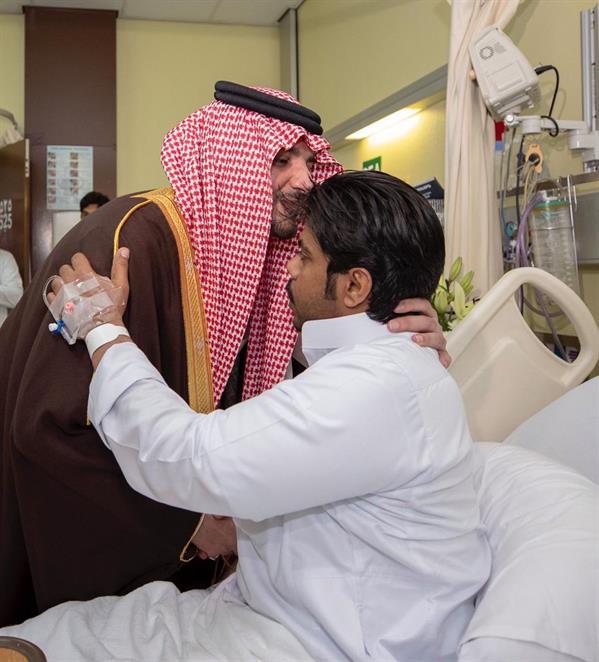 وزير الداخلية يزور رجال الأمن في المستشفى