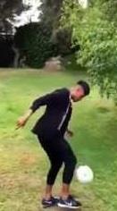 بالفيديو .. نيمار يسقط طائرة بدون طيار بتسديدة صاروخة