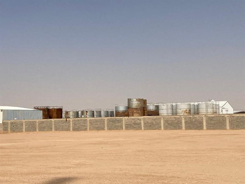 """ضبطت به أكثر من 600 طن من المحروقات.. """"الطاقة"""" تُغلق موقعًا مخالفًا لنظام التجارة بالمنتجات البترولية"""
