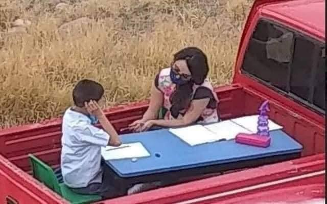 """""""نيسان"""" تمنح معلمة مكسيكية فصلاً متنقلاً على سيارة لتطوعها في تدريس الطلاب في منازلهم (فيديو وصور)"""