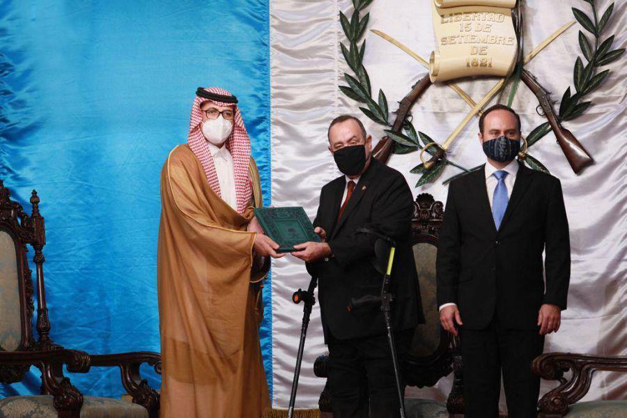 يقدم المالكي أوراق اعتماده كسفير للمملكة لدى رئيس جمهورية غواتيمالا