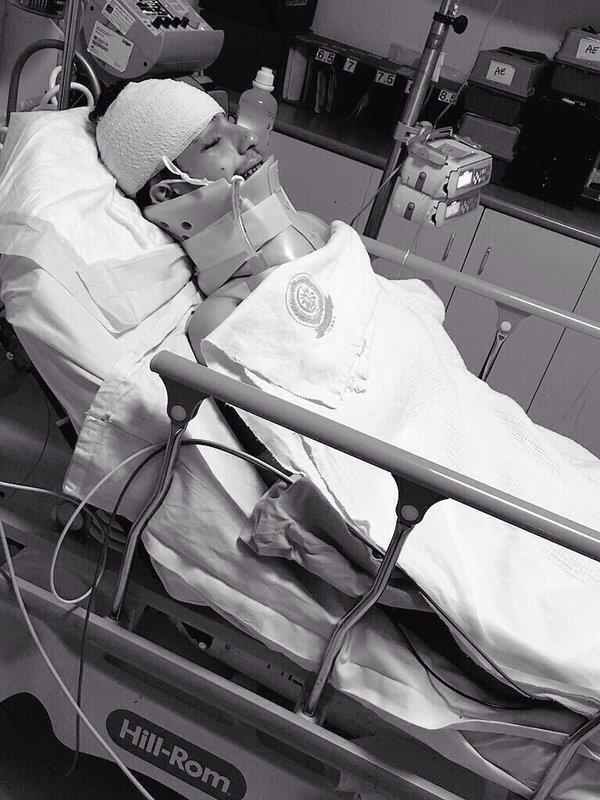 بالصور.. اللاعب محمد العنزي يصل إلى مستشفى الحرس بالرياض