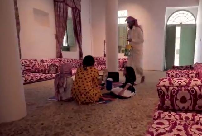 مقطع تمثيلي يذكّر بأجواء استقبال شهر رمضان قديماً