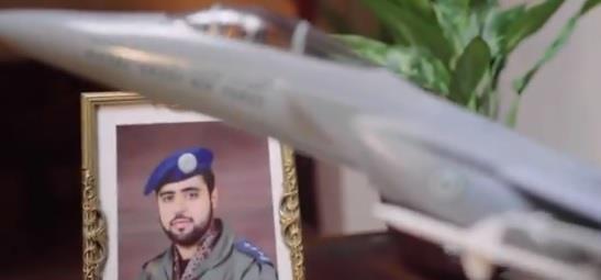 طيار سعودي يتحدث بتأثر عن أمنية نجله الشهيد التي صارحه بها وتحققت