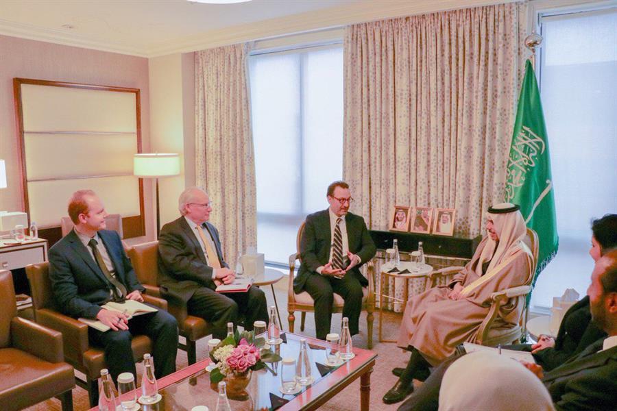 وزير الخارجية يلتقي مساعد وزير الخارجية الأمريكي لشؤون الشرق الأدنى