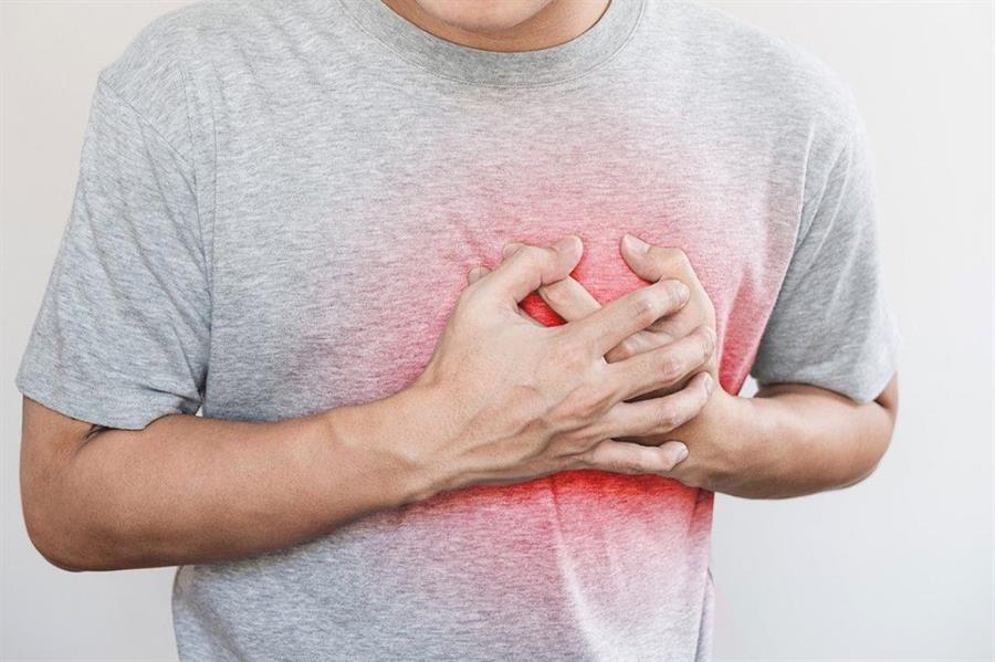 استشاري يشرح الفرق بين السكتة الدماغية والنوبة القلبية وأعراض كل منهما وطرق الوقاية منه (فيديو)