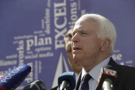 السناتور الأمريكي مكين يؤكد أن الغارات الروسية استهدفت الجيش السوري الحر