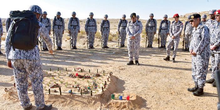 كلية الملك فهد الأمنية: تشكيلات قتالية ورماية مع السير الطويل(صور)