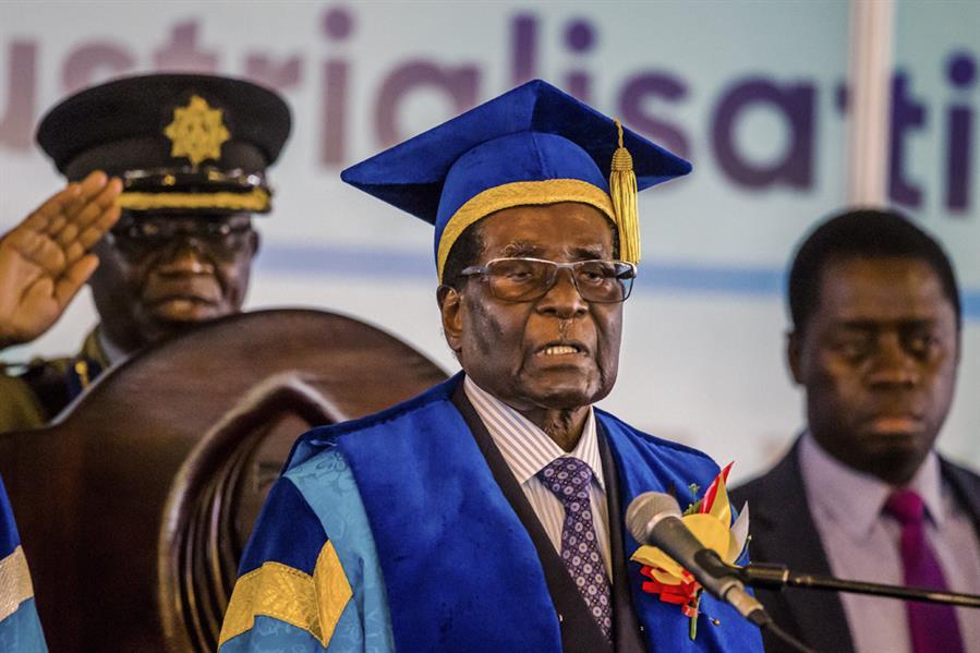 زيمبابوي تطوي صفحة الرئيس روبرت موغابي الذي بقي في السلطة 37 عاما حتى إزاحته عقب انقلاب عسكري في 17 نوفمبر