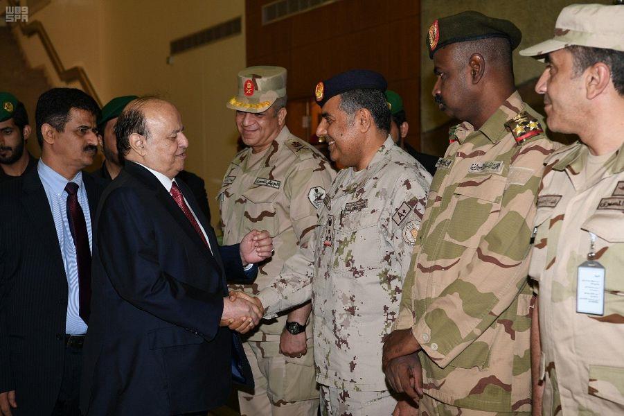 الرئيس اليمني يزور قيادة القوات المشتركة