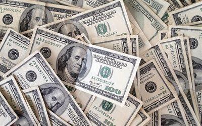 شخص يُعيد مظاريف من النقود عثر عليها مخبأة داخل منزل اشتراه بأمريكا