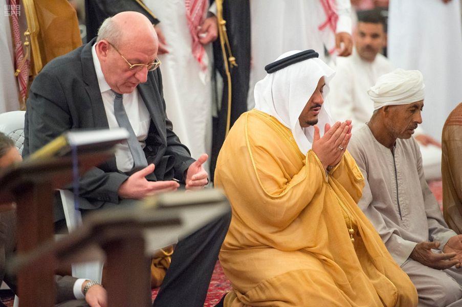بالصور.. الصلاة على المصري الذي استشهد في الاستهداف الحوثي للرياض