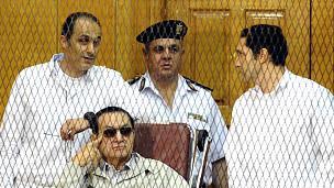 يقيم مبارك في مستشفى المعادي العسكري تحت الإقامة الجبرية