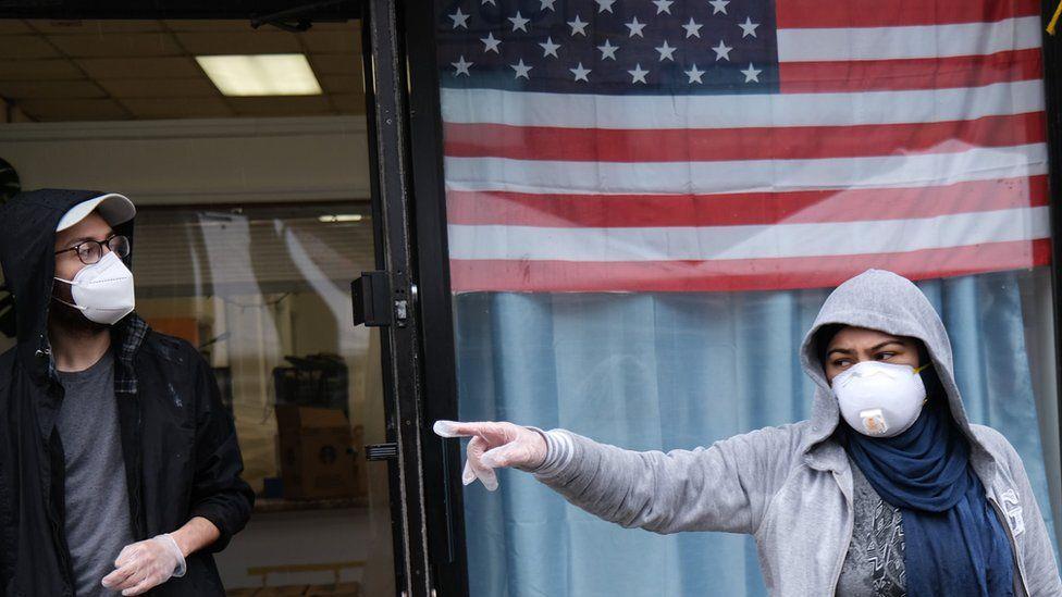 الولايات المتحدة تقترب من عتبة 500 ألف وفاة بكورونا وانكلترا تعتزم تخفيف الإغلاق