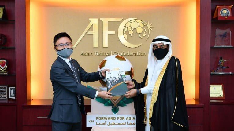 ير المملكة بماليزيا يُسلم ملف استضافة كأس آسيا 2027