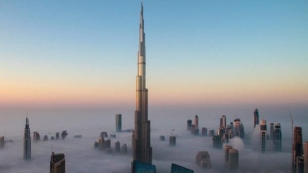 ناطحات السحاب بمدينة دبي
