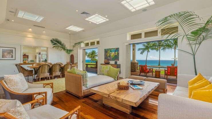 هذا المنزل الشاطئي والأرض المحيطة به للبيع مقابل 7 ملايين دولار